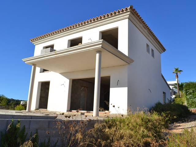 Villa partially built in Torre Soli
